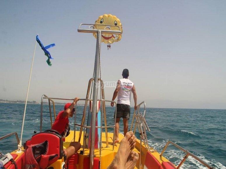 以滑翔伞开始飞行