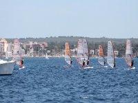 学习帆板教训帕尔马租湾我们的设备