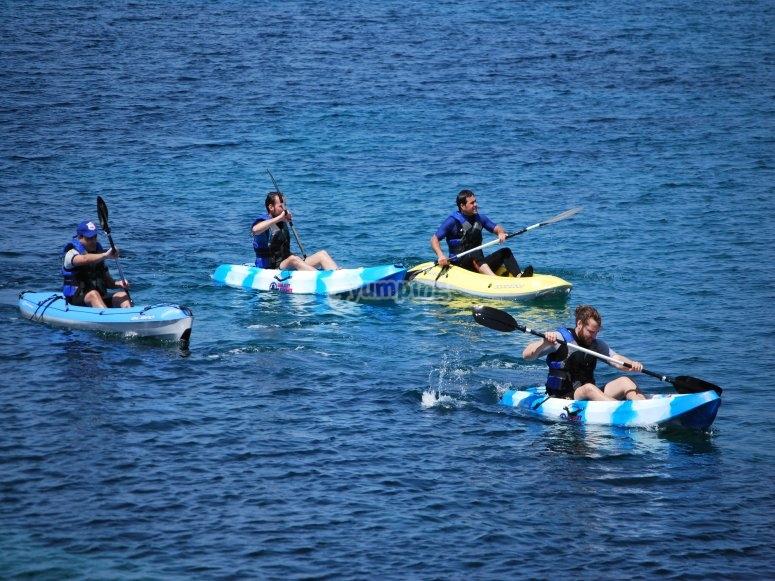 Paseando en kayak de mar