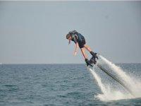 Cadere in acqua con il Flyboard