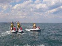 Percorso con gli amici su moto d'acqua