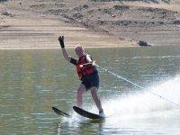 Practicando esquí acuático
