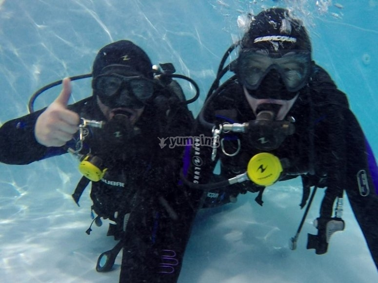 Scuba diving immersion in moat in Fuenlabrada