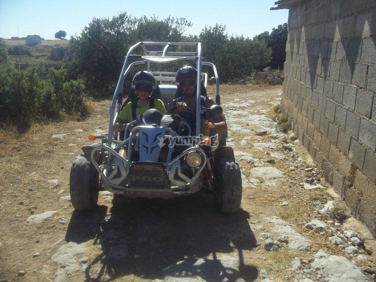 Jucar山谷的越野车
