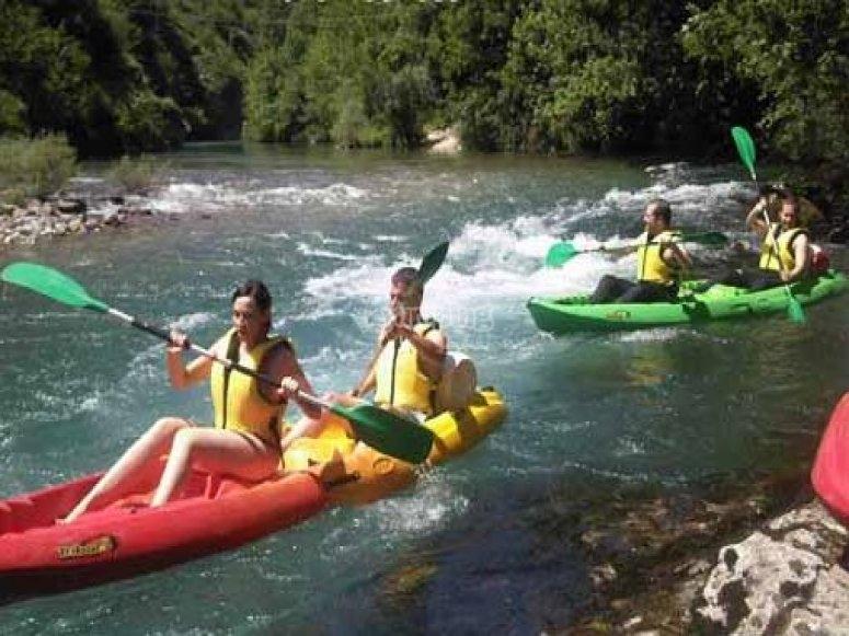 Canoas en el rio Deva
