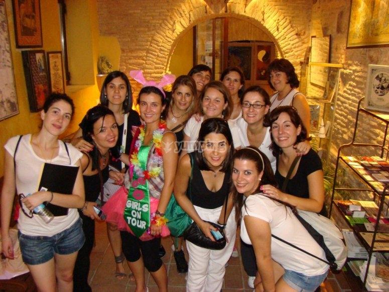 Grupo de chicas en despedida de soltera