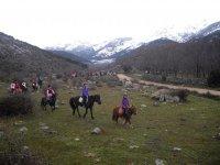 Ruta con los equinos por las montanas