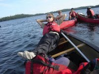 descansando en la canoa