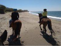 骑马的Motril海滩