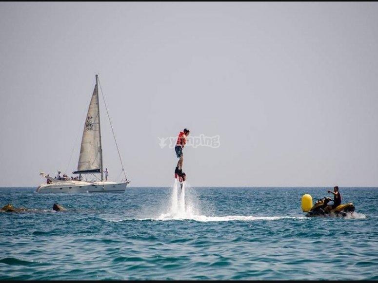 Practicando flyboard en Almeria
