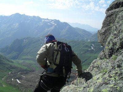 登上Midi d'Ossau,最多可容纳6人1天