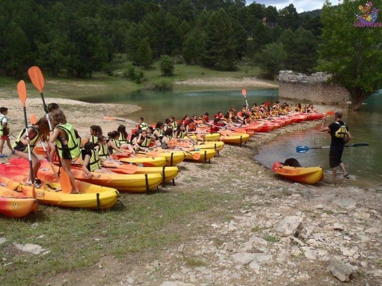 Gruppo di canoe
