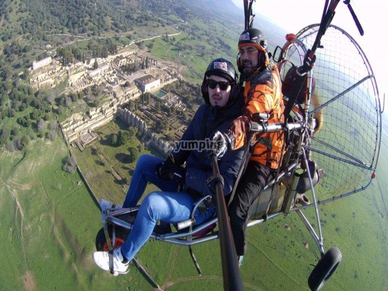 在科尔多瓦的串联滑翔伞中的