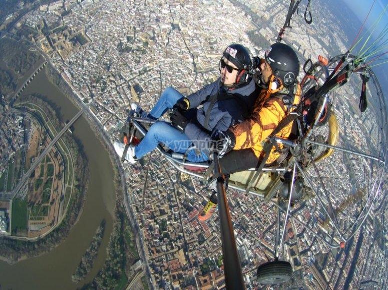 串联滑翔伞飞行中的