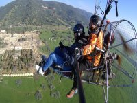 在科尔多瓦上空,滑翔伞