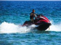 在摩托艇上享受阿尔梅里亚