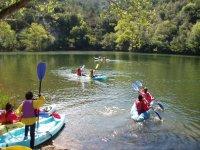 Remando con los kayaks