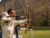Disparando con arco