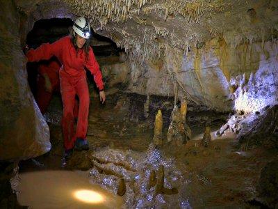 Espeleología en cueva de Los Moros iniciación