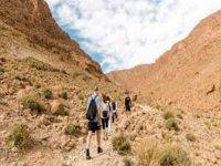进入蓬塔恩蒂纳斯-萨比纳尔的干旱景观