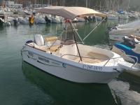 Barco para alquiler en puerto