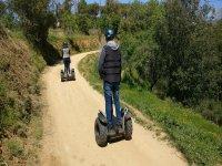 Camino al aire libre en segway