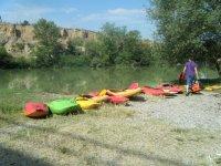 Kayaks en la ribera de Navarra