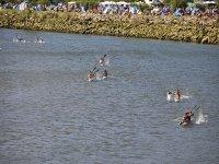 Nei kayak che remano attraverso il Sella