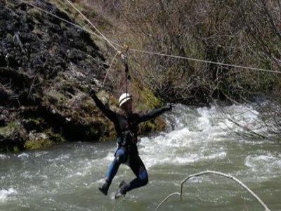 在Habas山谷攀登和沿绳降落
