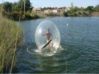 Esferas sobre el agua