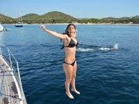 Salto dalla barca a acqua