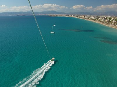 Playa de Palma的帆伞运动仅限3人