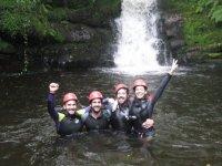 Saludando desde el final de la cascada