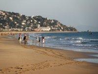 Toda la tranquilidad de pasear en la playa al atardecer