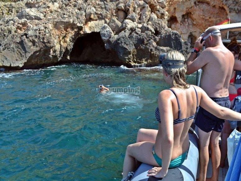 Buceando por la cueva submarina
