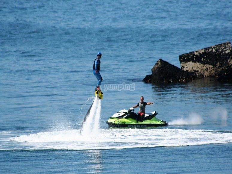 Flyboard y moto de agua