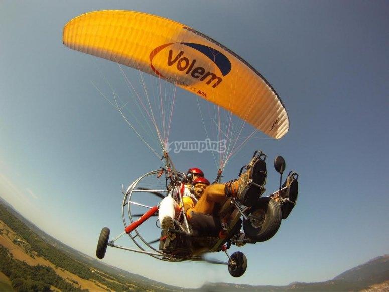 在动力伞车中