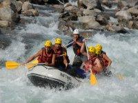 Practica el rafting