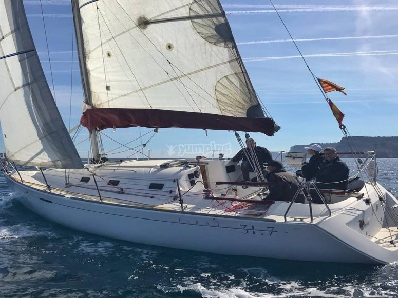Sailboat rental with license in L'Escala.