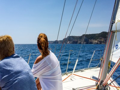 Sailing boat with instructor in L'Escala, 8 h