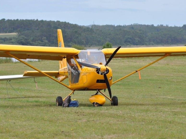 Avioneta lista para el despegue en Mazaricos