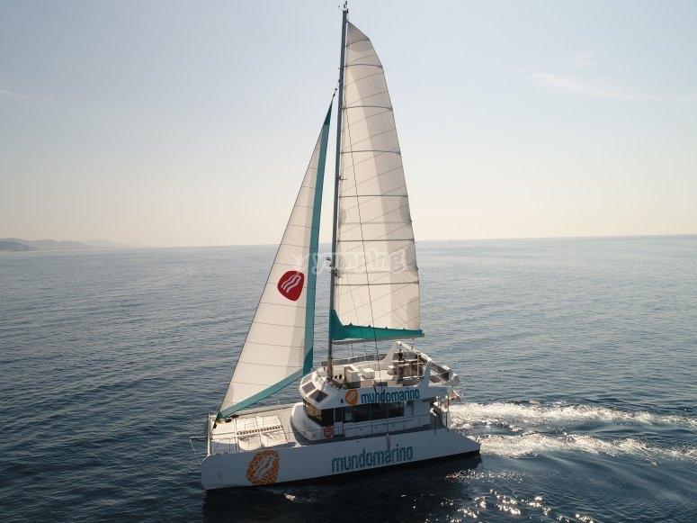 Excursión en barco por el mar