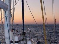 日落时划船
