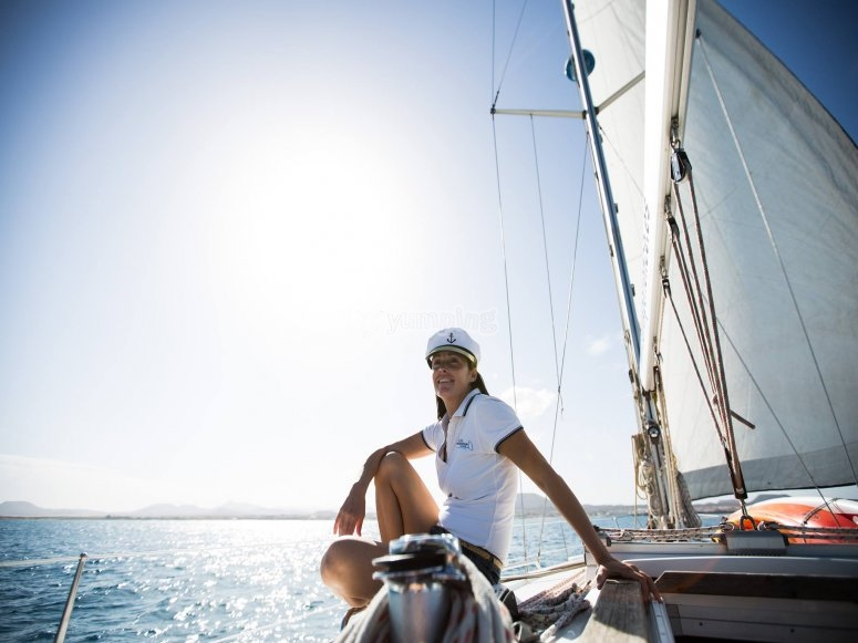 在帆船上巡航