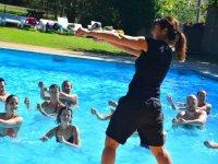 泳池中的水上健身