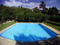 玩水上游戏的游泳池