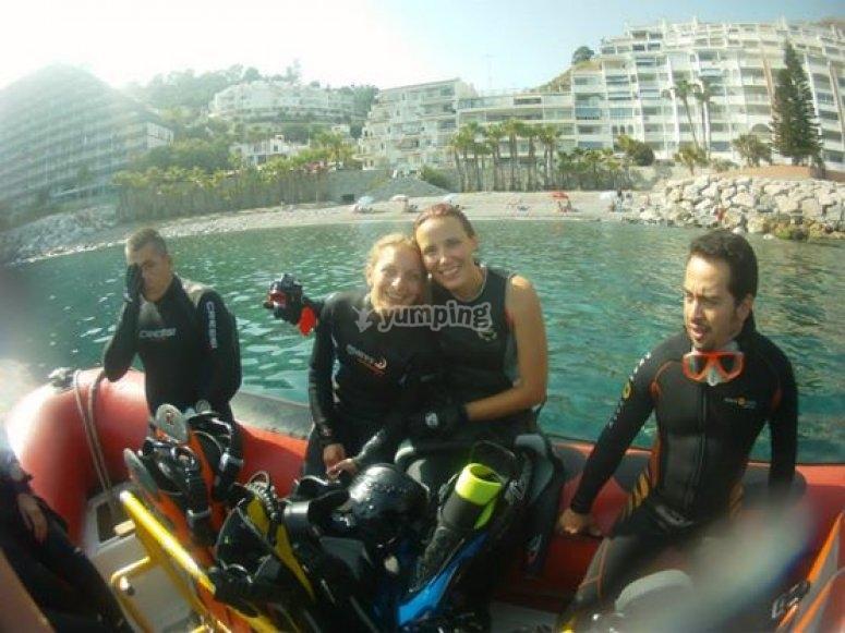 潜水前与伴侣潜水