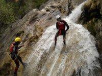 Descendiendo por la cascada