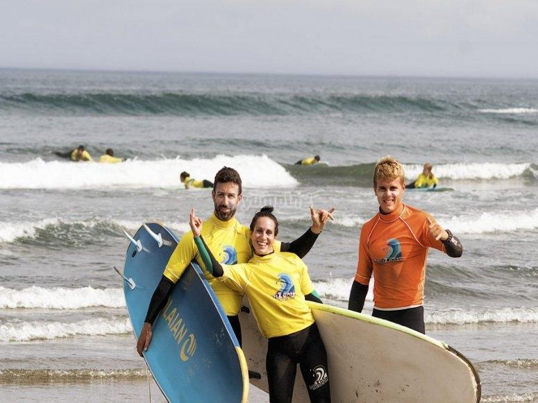 Esperienza di surf nella spiaggia di Salinas