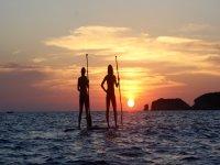 Paddle surf al atardecer en el Mediterráneo